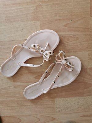 Sandalen met bandjes en hoge hakken roségoud
