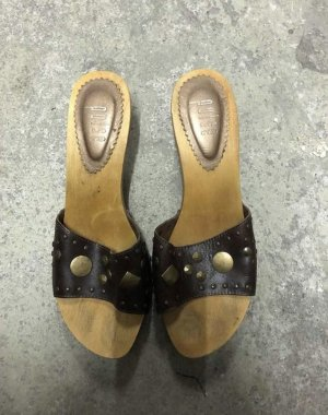 Beach Sandals brown