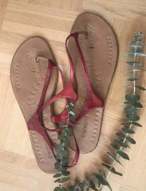 Graceland Sandalo toe-post rosso
