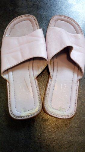 Sandalo con tacco alto e lacci a T rosa antico
