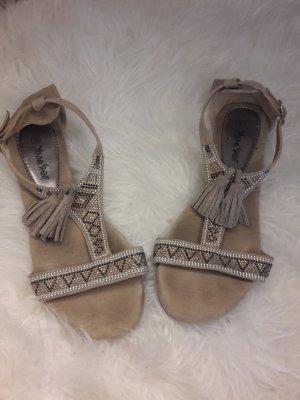 Deichmann Strapped High-Heeled Sandals beige