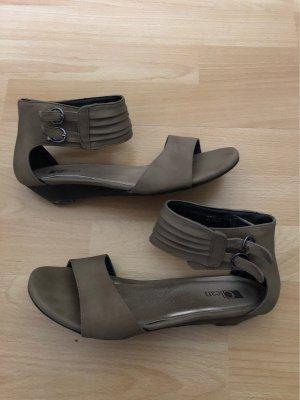 Sandalias de tiras marrón grisáceo