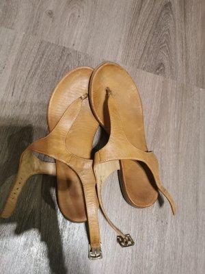 Sandalias de tacón con talón descubierto marrón