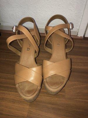 Sandalen aus Leder mit Keilabsatz / Plateau beige Gr. 41 Unisa neu ungetragen