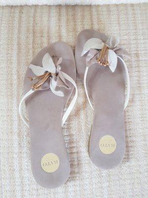 Sandalias de tacón con talón descubierto blanco-crema