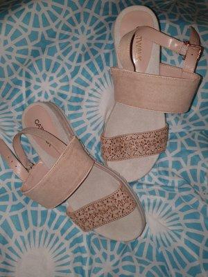 Sandalen flach neu