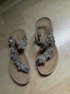Sandalo toe-post argento