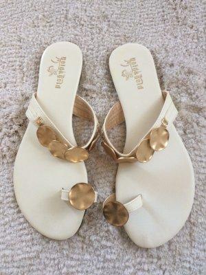 Sandalen / Flip Flops / weiß-Gold / Gr. 39