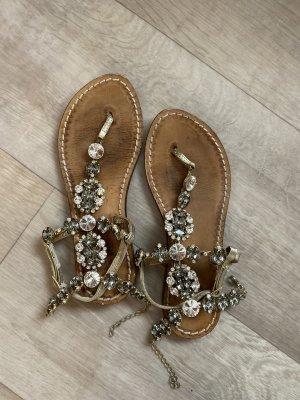 Sandalias con talón descubierto color oro Cuero