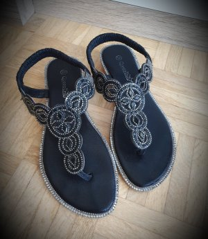 Queen Tina Toe-Post sandals black