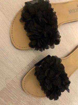 Sandalias tipo clog negro