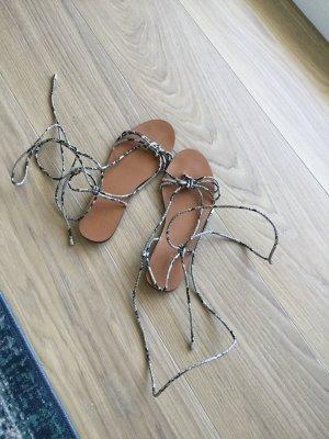 Bershka Sandalo con cinturino multicolore