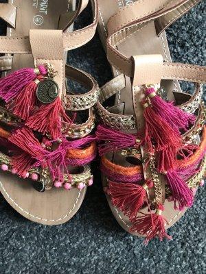 Sandalen im Bohoo Stil.