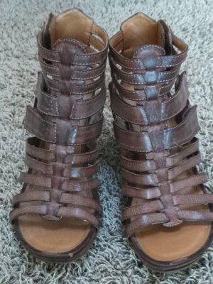 Sandalen im Gladiatoren-Style
