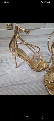 Sandalen im Gold