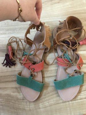 Sandalen im Hippielook