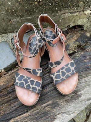 Sandalen im Safarilook