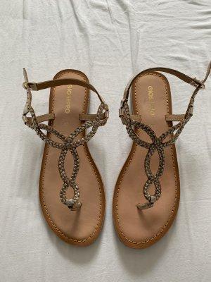 Sandalen in gold aus Leder