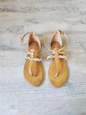 Sandalen in Römeroptik