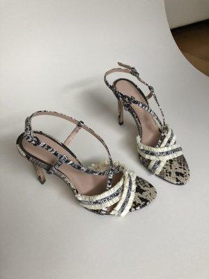 Sandalen in Schlangenprint mit Bast