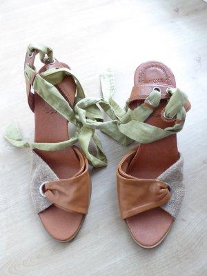 Sandalen mit Absatz Schnürrung aus Leinen