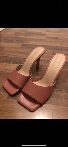 Sandalen mit Absatz von NA-KD