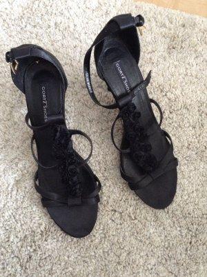 Sandalen mit Blumen verziert