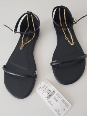 Sandalen mit Fußkette
