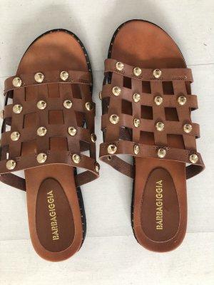 Sandalen mit goldenen Nieten 38