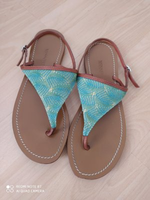Sandalen mit Häkelspitze