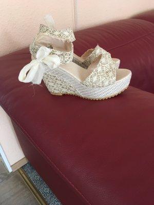 Sandalias con plataforma crema
