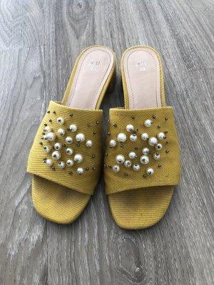 H&M Sandalias con tacón amarillo