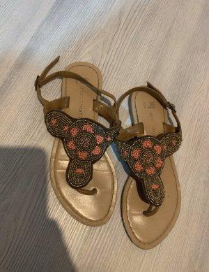 Sandalen mit Perlen