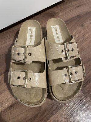 Sandalen mit Plateau beige