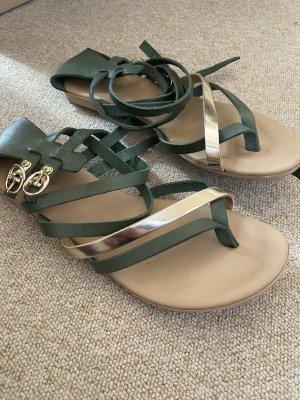 Sandalen mit Riemen 39