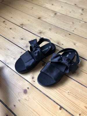 Sandalen mit Schleifendetail aus Satin perfekter Sommerschuh