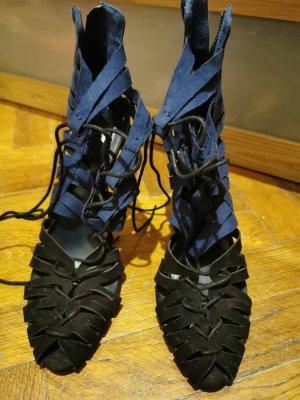 Sandalen mit Schnüre und Absatz