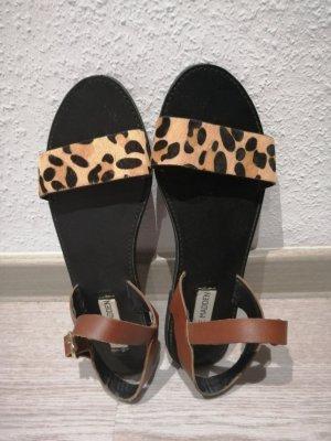Sandalen mit schönem Leo-Muster