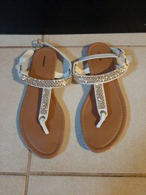 sandalen mit steinen