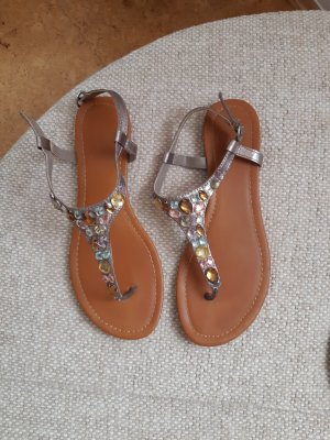 Sandalen mit Strasssteinen und Riemchen