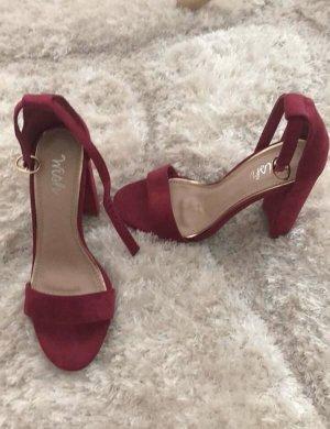 Sandales à lanière magenta-rouge framboise