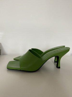 Sandalen Pantoletten von Gestuz grün