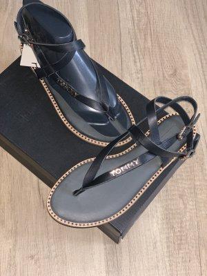 Tommy Hilfiger Sandalo con cinturino nero