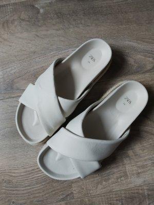 Sandalen ungetragen