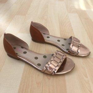 Sandalen von Boden