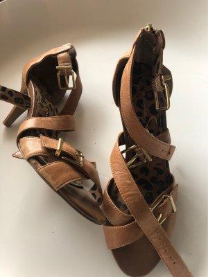 Sandalen von Jessica Simpson- hellbraun mit leomuster