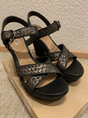 Sandalen von UGG, schwarz/Gold, Gr. 38, NEU