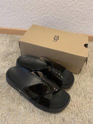 Sandalen von UGG, schwarz, Gr. 38, NEU