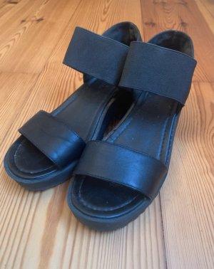 Urban Outfitters Sandały na platformie czarny