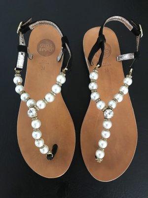 Gioseppo Toe-Post sandals white-black